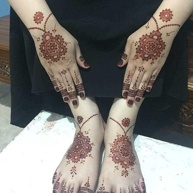 hand and foot mehndi design