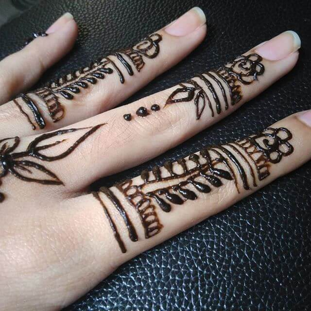 mehndi on fingers