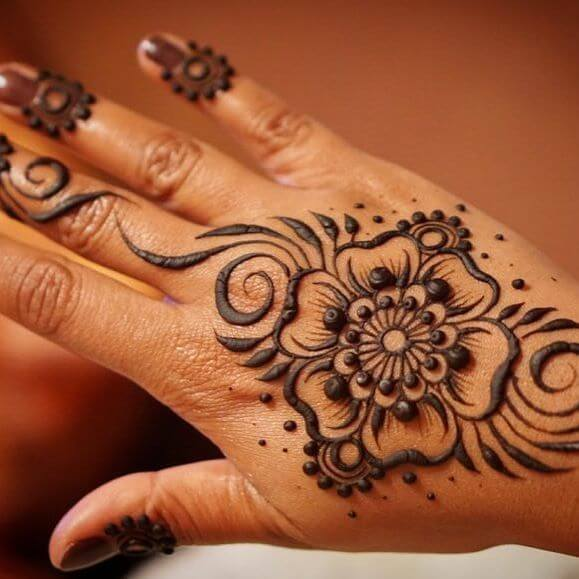 simple mehndi on back of your hand