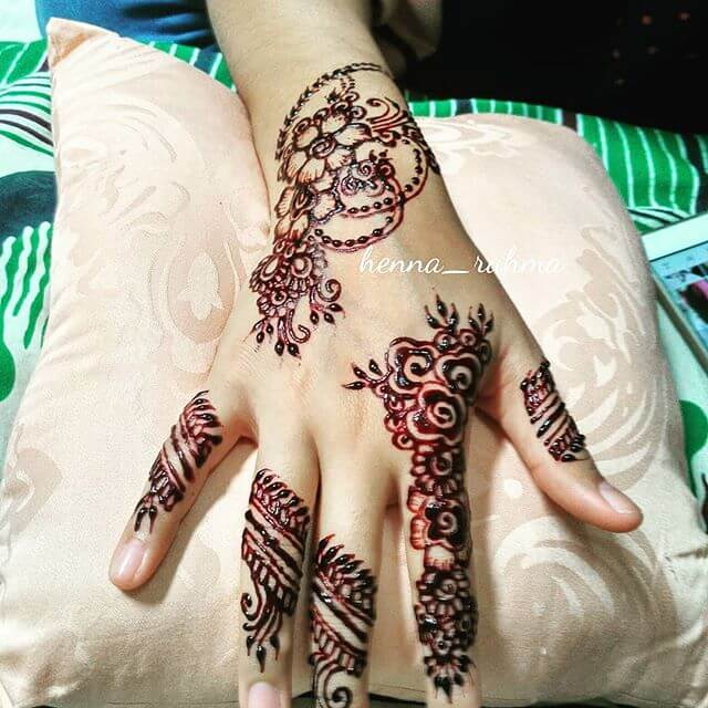 mehndi design on your back of your hand