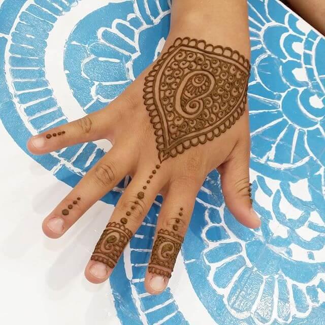 heart shaped stunning henna image