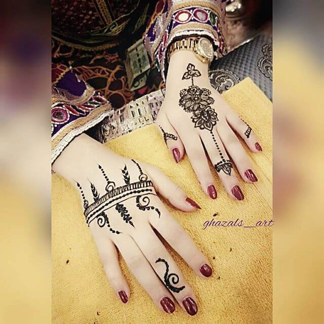 beautiful hands with mehndi