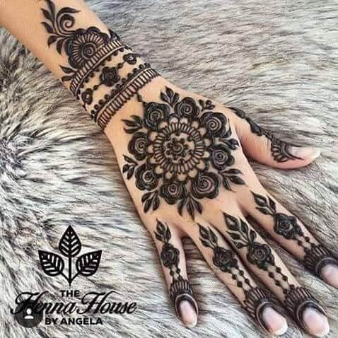 the most elegant mehandi dessign