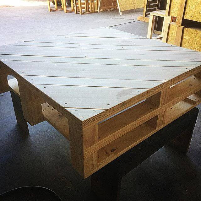 pallet table having storage option