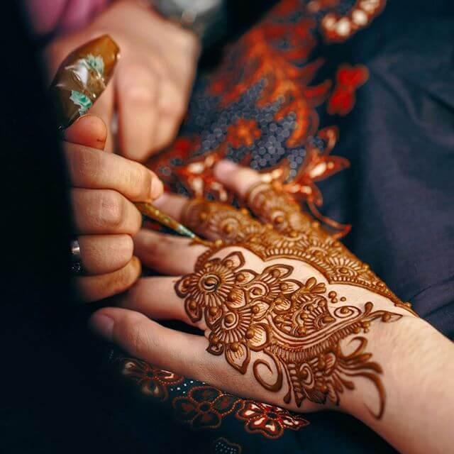 simple and elegant mehndi design