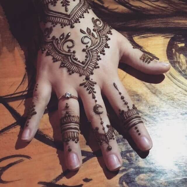 beautiful back hand mehndi design