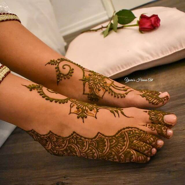 simple to follow mehndi design for foot