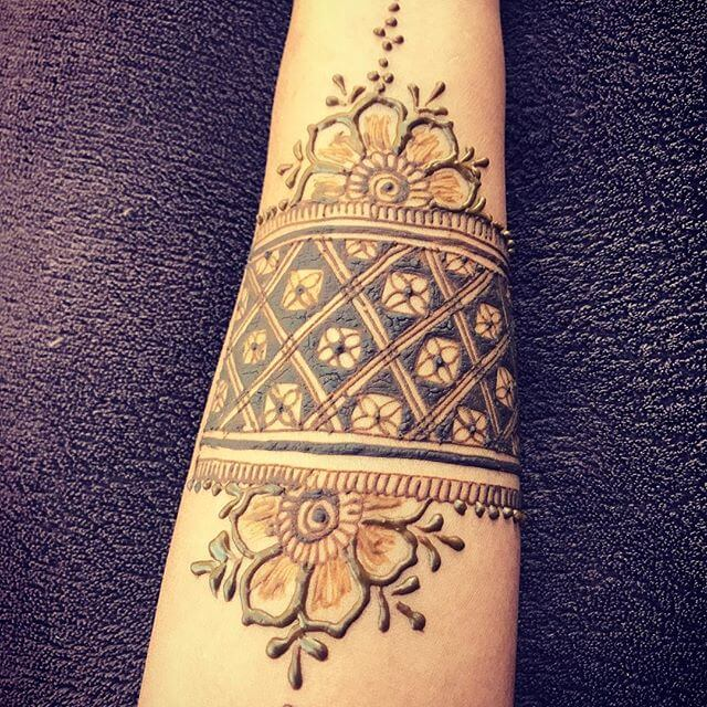 arm mehndi art