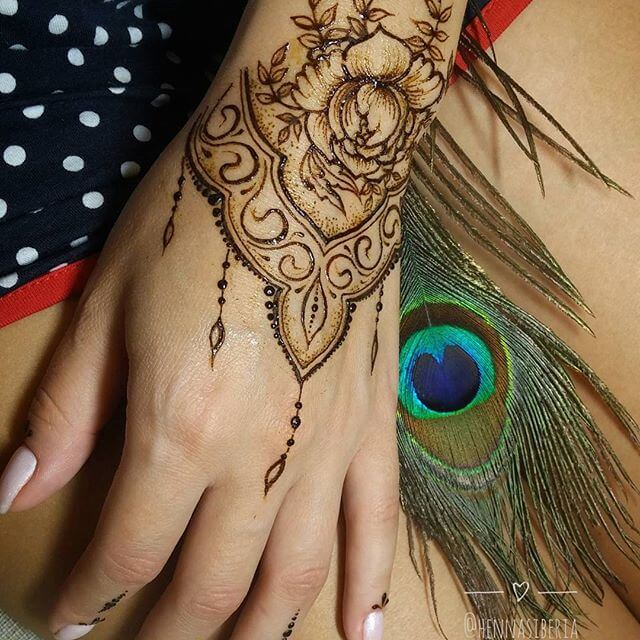 unique mehndi idea