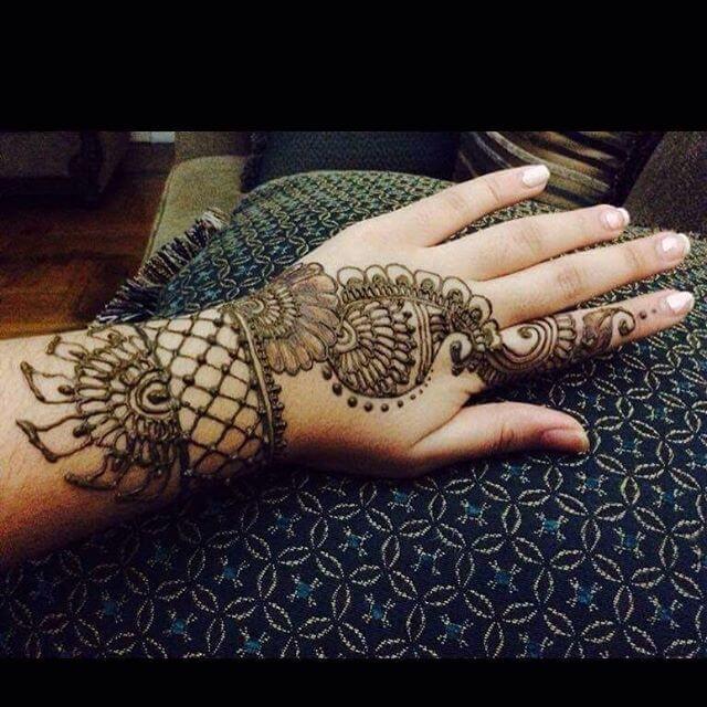 elegant designs of mehndi