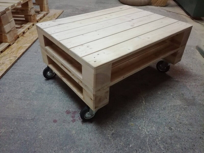 wooden pallet rolling table