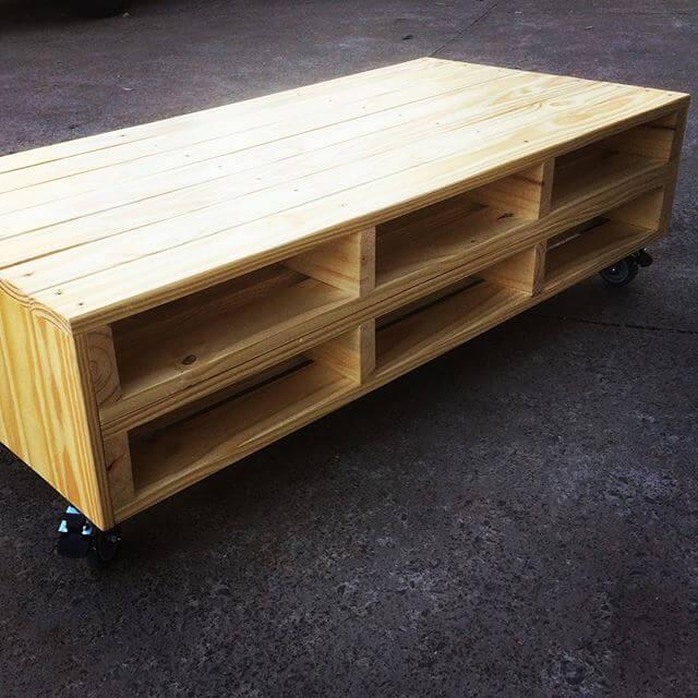 pallet table having storage option