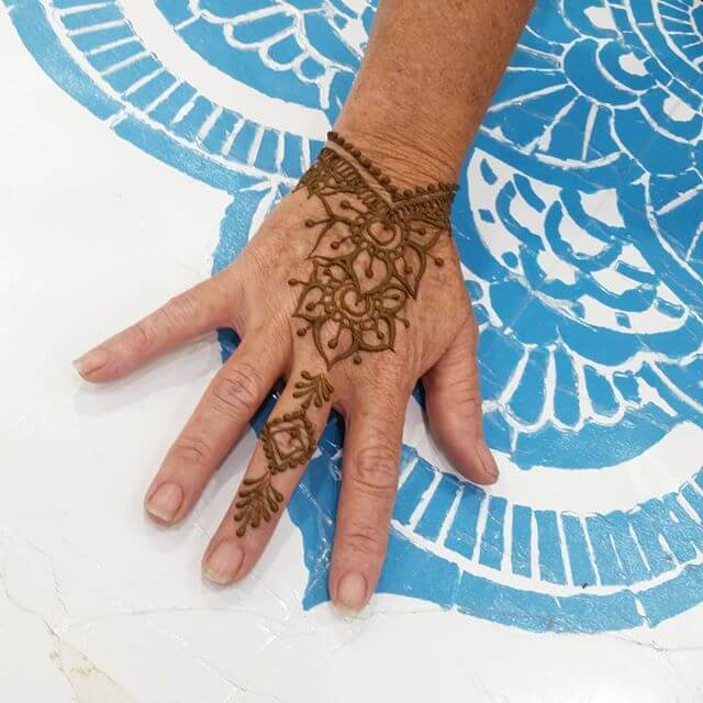 simple mehndi design for bridals