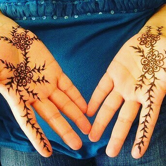 Simple and beautiful Front hands mehndi designs