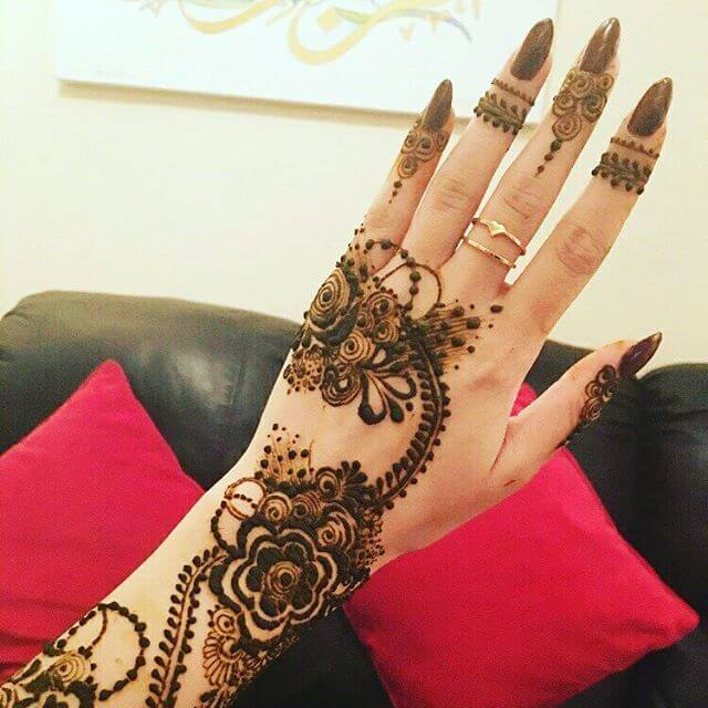 Simple and beautiful back hand mehndi designs