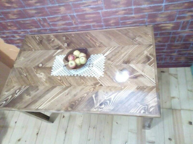 beautiful pallet dining table