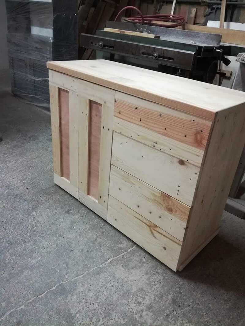 beautiful pallet computer table