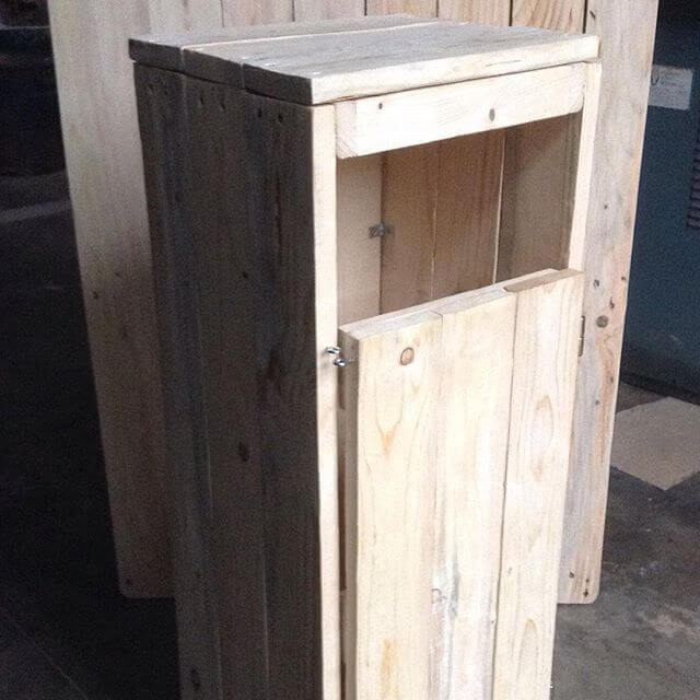 Small muti-functional pallet boxes