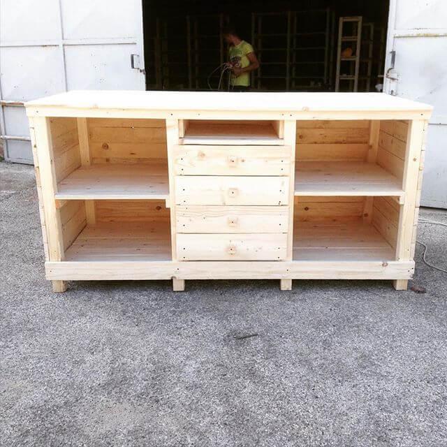 DIY pallet storage plans for the Farmhouse