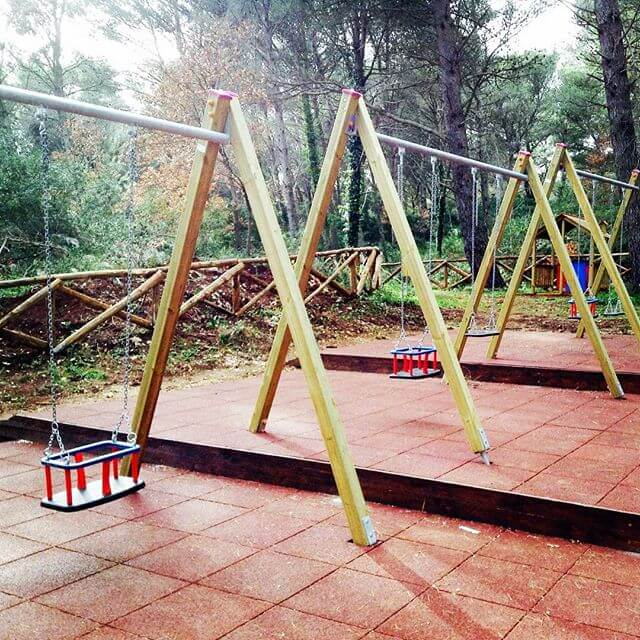 Wooden Pallet Swing for your kid's playarea