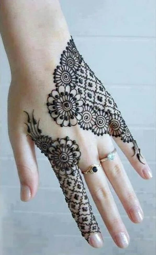 Top new year Henna Designs for Your Beautiful Hands