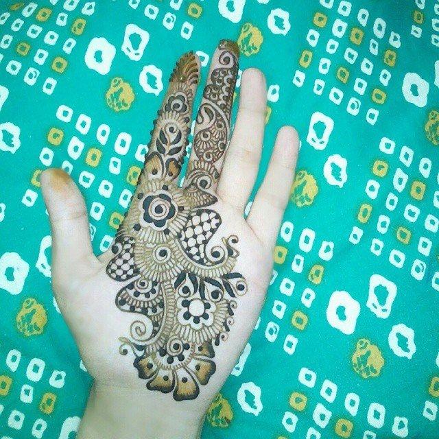 Single Left Easy Front Hands Mehndi Designs