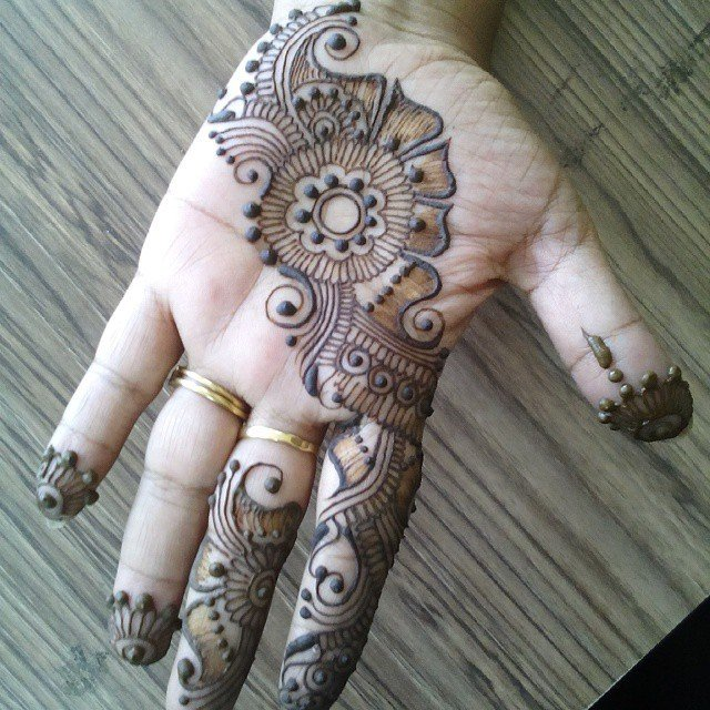 Front Hand Beautiful Tiki Mehndi Designs 2018