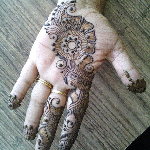 Front Hand Beautiful Tiki Mehndi Designs 2018