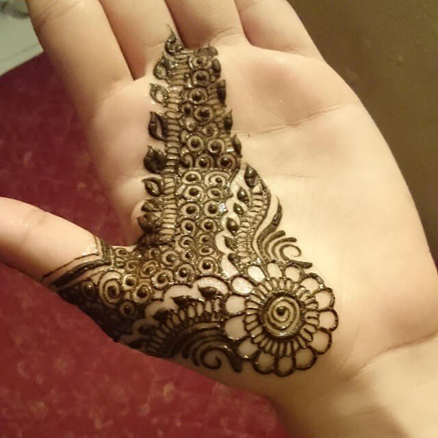 Fronthand Really Simple and loveable Mehndi designs