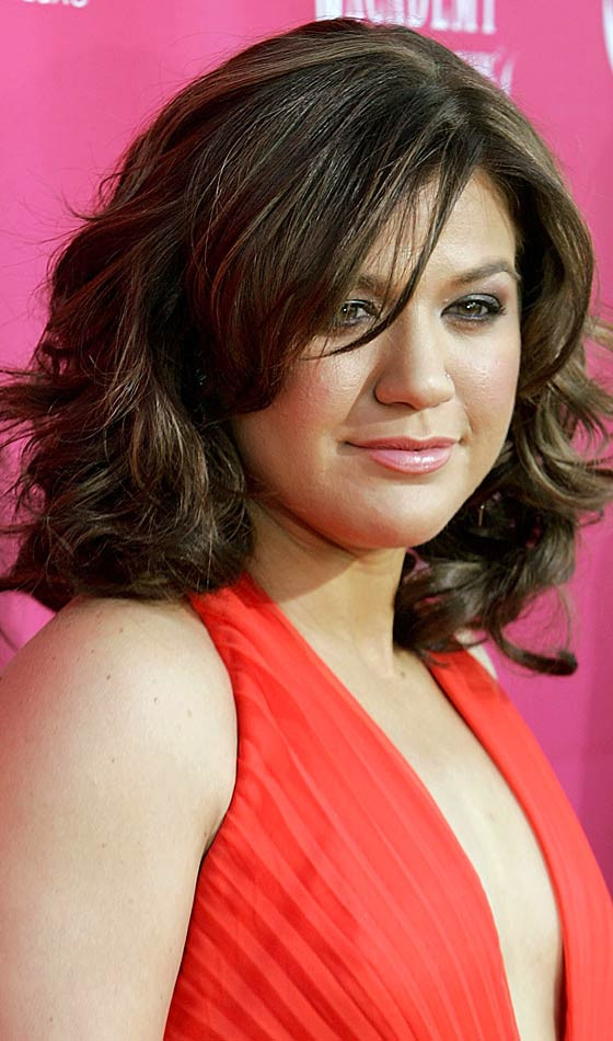 35 Cute and Flattering Short Hairstyles for Round Faces ...