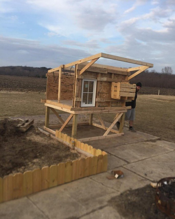 build a chicken house from pallets