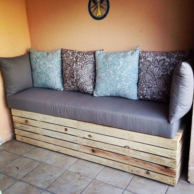 Easy To Make And Contemporary Plans For Pallet Sofas