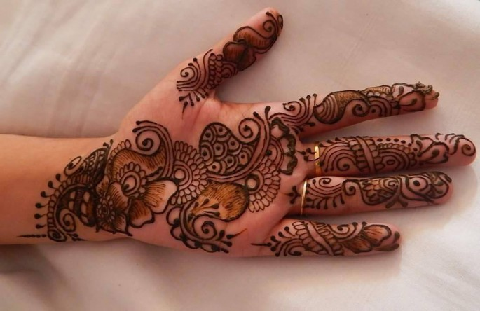 easy fronthand mehndi designs