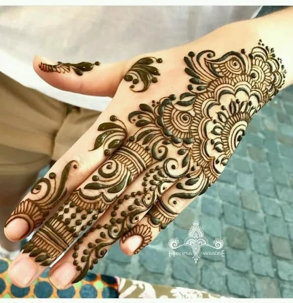 Creative new year backhand mehndi designs ideas