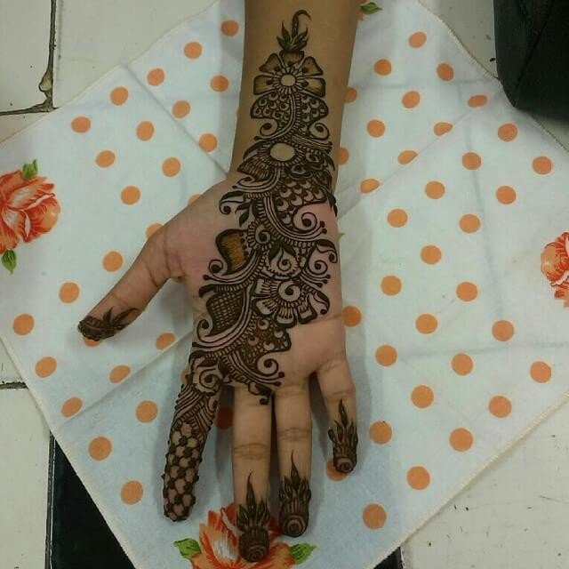 fronthand Festive Henna Design
