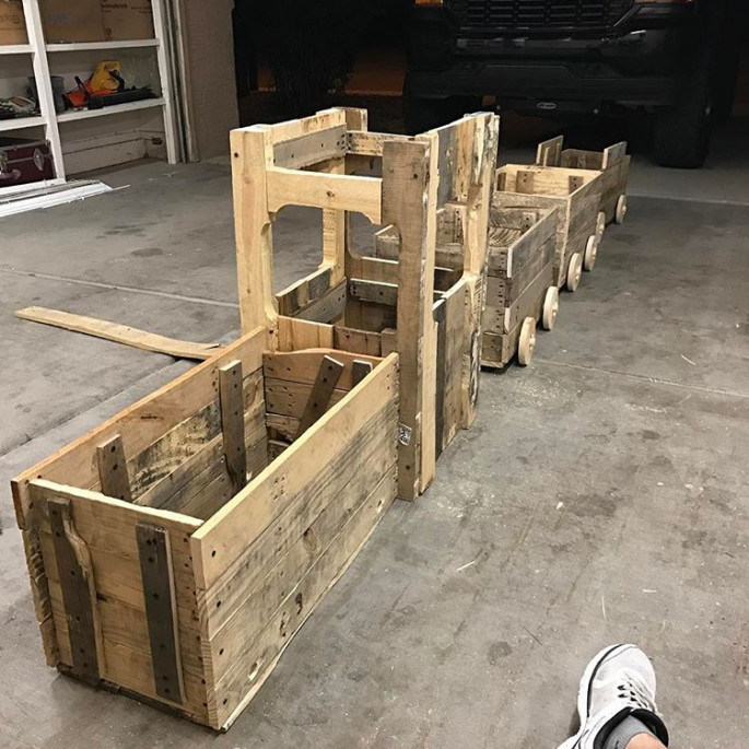 DIY Pallet Train Engine with Tracks Built for Kids