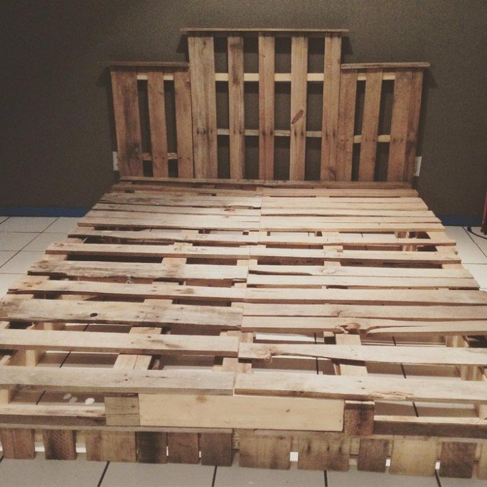 Top DIY pallet bed frame ideas