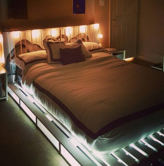 PALLET BED FRAME ILLUMINATED WITH LIGHTS on sensod