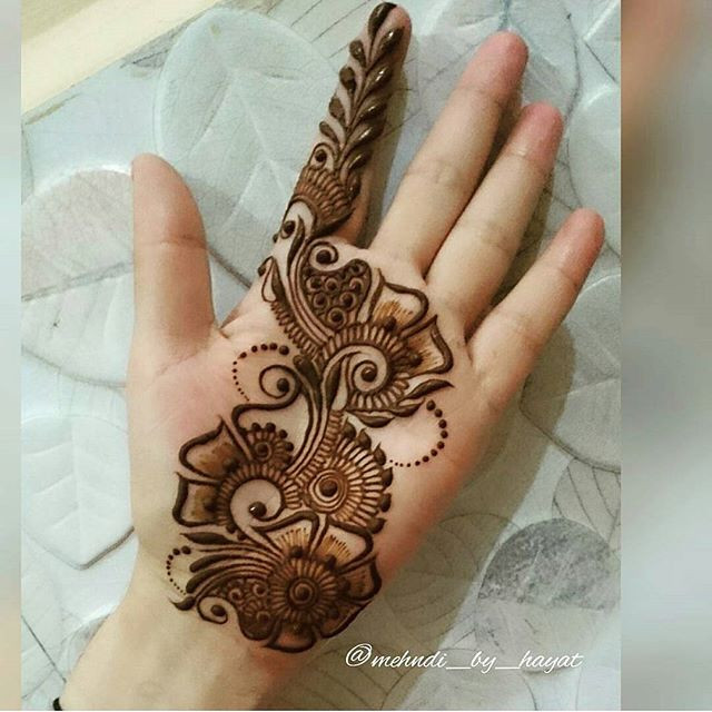 Elegant Bridal front hand Mehndi Design