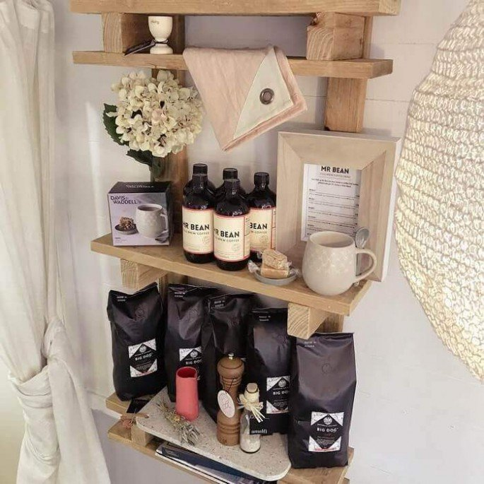 Creative and Innovative Pallet Shelf with Hooks