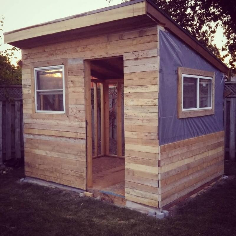 20 Simple And Cheap Wood Shed Made From Pallets