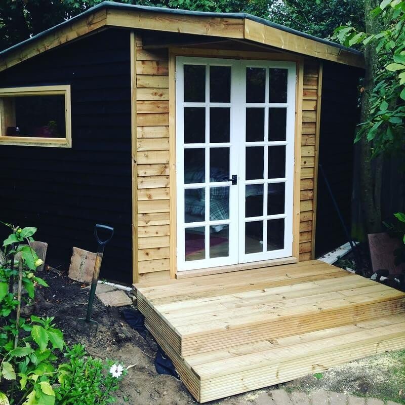 20 Simple And Cheap Wood Shed Made From Pallets Sensod