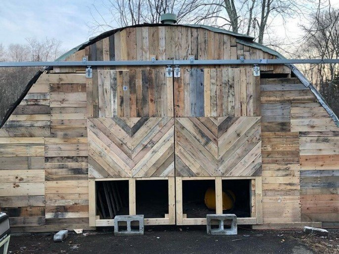 20 DIY Pallet Shed, Barn, and Building Ideas