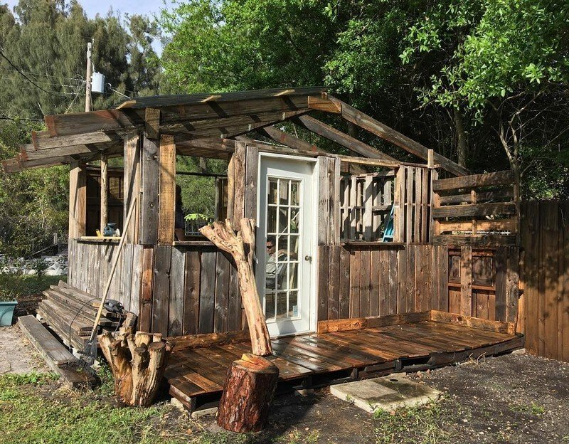 20 Simple And Cheap Wood Shed Made From Pallets - Sensod