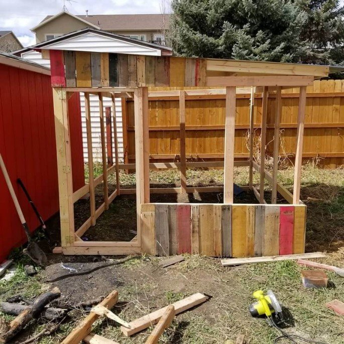pallet chicken coop design