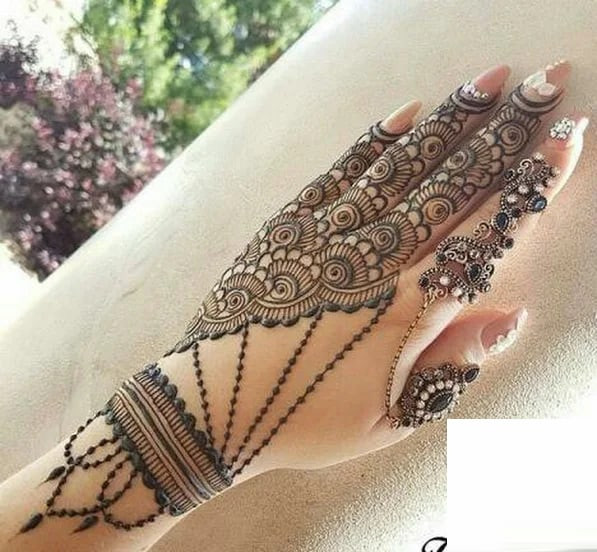 beautiful backhand mehndi designs for new year