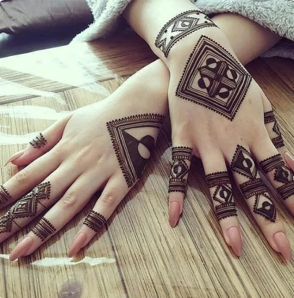 best backhand mehndi designs for new year
