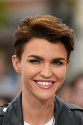 21+ Classy Short Haircuts & Hairstyles for Thick Hair