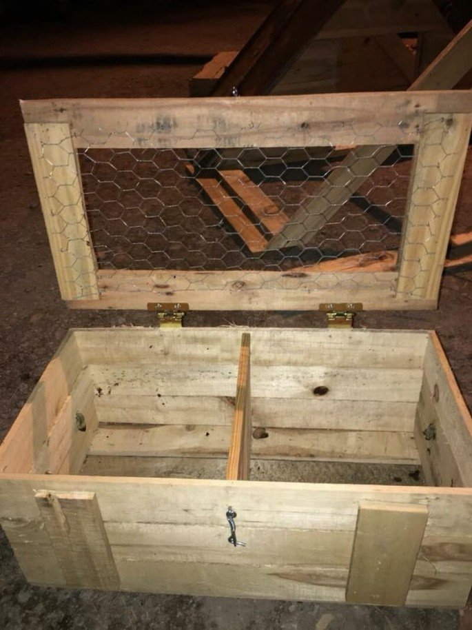 20 Free Pallet Chicken Coop Projects Ideas