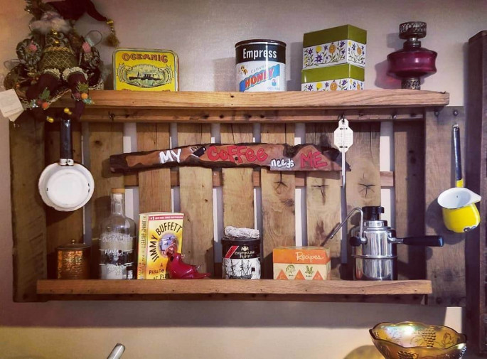 Building Pallet Wall Shelves with DIY kitchen Ideas